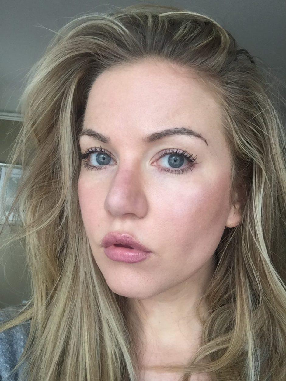 Chelsea Gilson no makeup sefie