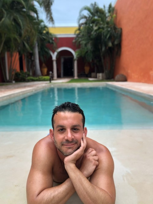 Ivan Quintanilla is Traveling IQ, a travel writer, content creator and travel expert.