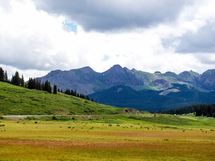 Another one of my favorite views was the lush plains presenting up to the beautiful colored mountains.