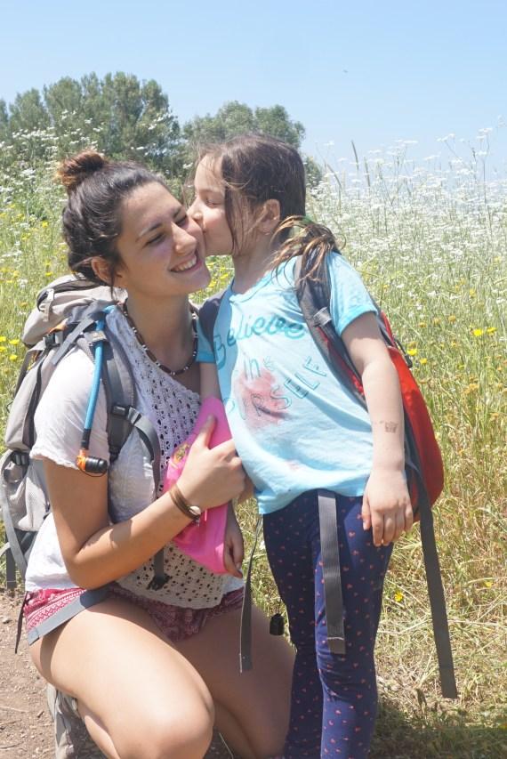 אחיות אוהבות