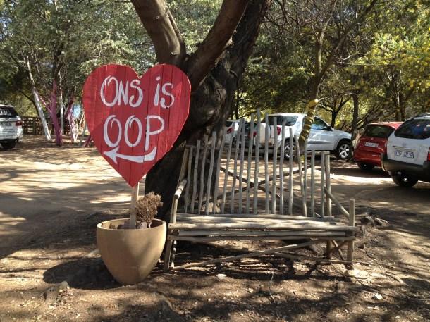 Welcome Welkom We Are Open sign Afrikaans ONS is OOP