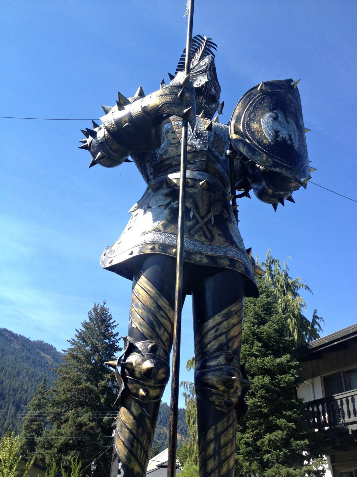 Giant Suit of Armor roadside attraction in Leavenworth Washington on Highway 2.