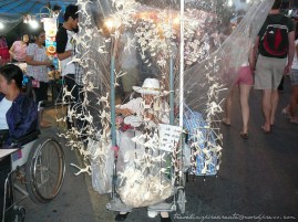 Paper birds on display at the Saturday Walking Street in Chiang Mai (Thailand)