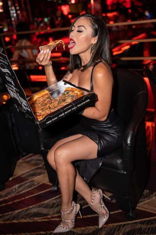 Kaylani Lei Sampling Crazy Horse 3 Pizza