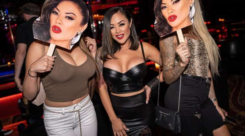 Kaylani Lei and Friends with Oversized Cutouts of Head