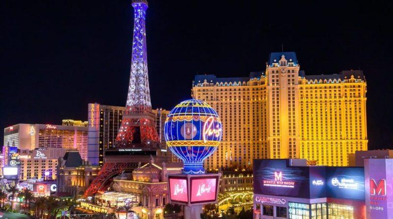 Paris Las Vegas - Eiffel Tower Light Show Debut
