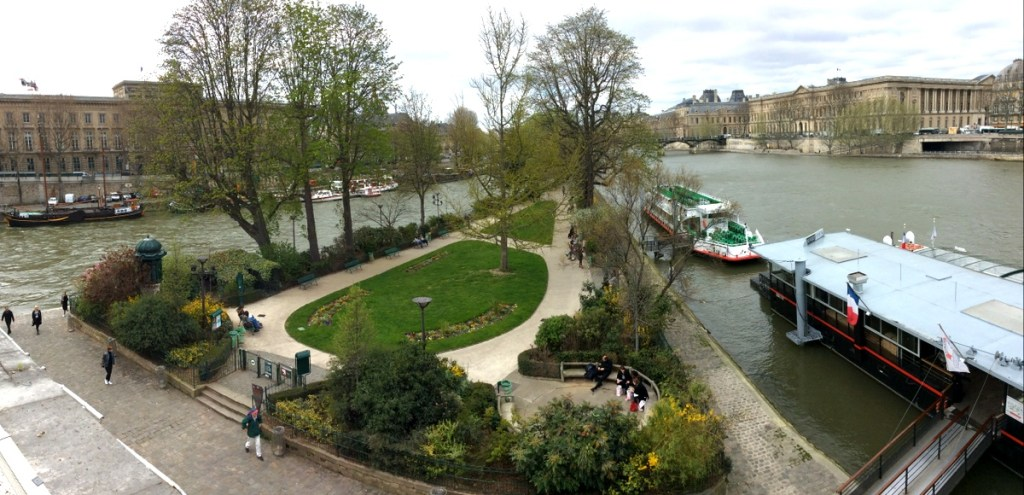 Looking down on Square du Vert-Galant from the Pont-Neuf, Paris; from a travel blog by www.traveljunkiegirl.com