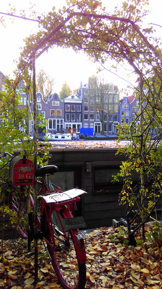 Houseboat entrance in Amsterdam; from a travel blog by www.traveljunkiegirl.com