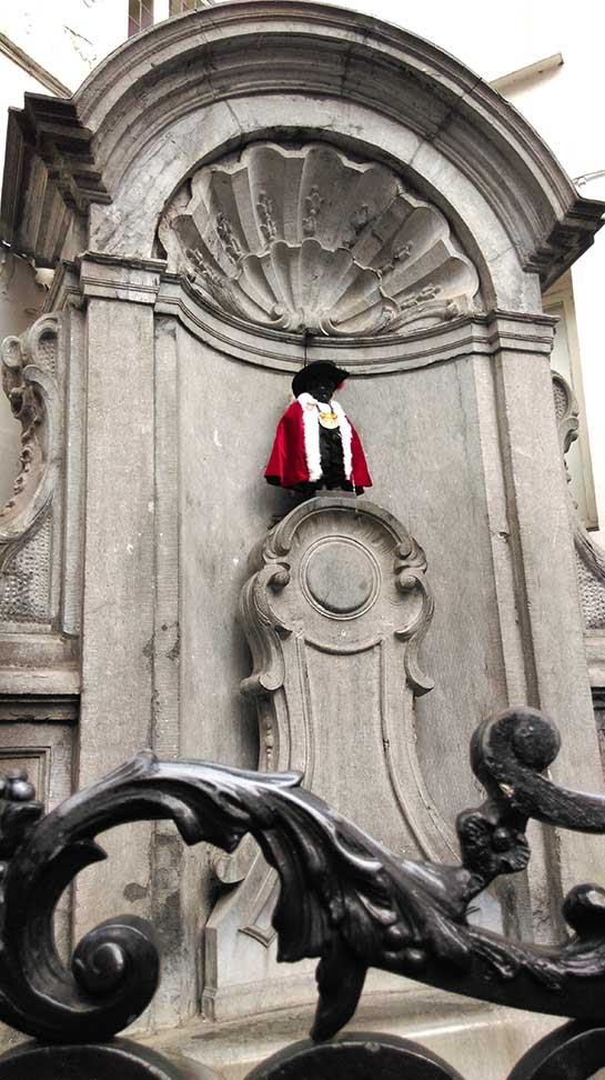 The Manneken Pis, Brussels; from a travel blog by www.traveljunkiegirl.com