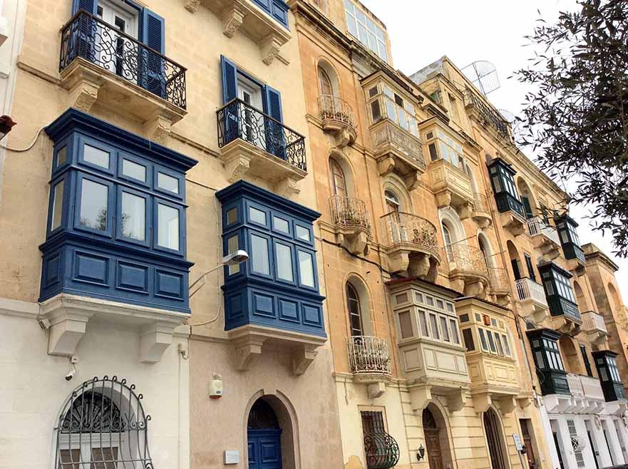 Typical Valletta Architecture in Malta; from a travel blog by www,traveljunkiegirl.com