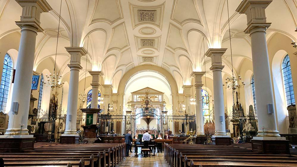 Derby Cathedral interior, England; from a travel blog by www.traveljunkiegirl.com