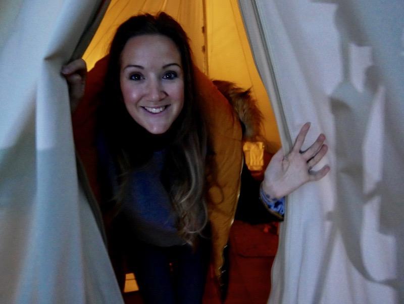 الخيمة اثناء الليل
