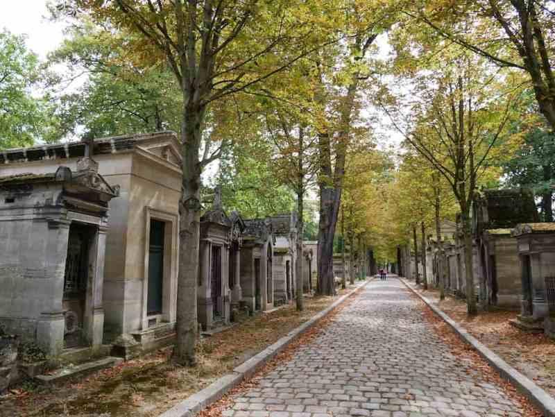 مقبرة الاب لاشيز
