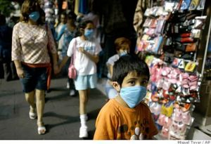 A family wears face masks during a flu outbreak. Photo: Miguel Tovar/AP