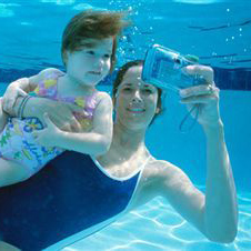 Photo: Mom and daughter with underwater camera