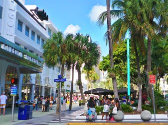 Photo: Lincoln Theatre and Lincoln Road Mall