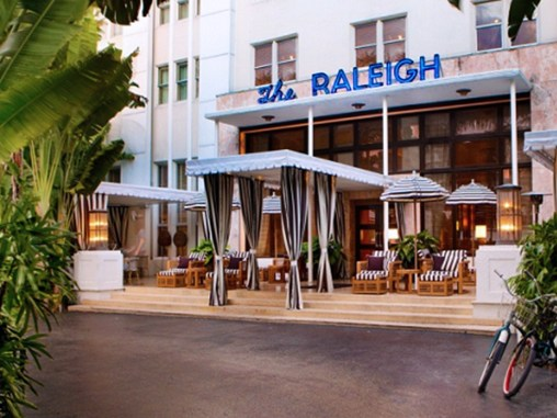 Photo: Entrance of Raleigh Hotel, Miami Beach