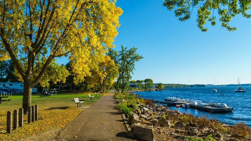 Lake Champlain in Three Terrific Trips You'll Love for Festive Fall Color via @TravelLatte.net