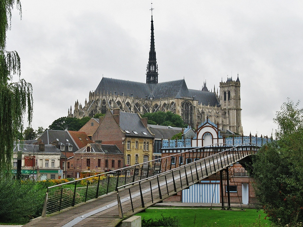Cathedrale Notre-Dame d'Amiens - Three Alternative Notre Dames on Day Trips from Paris on TravelLatte.net