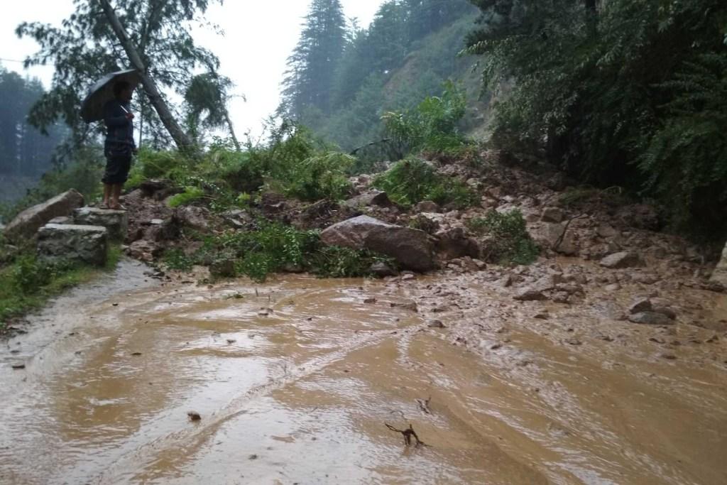 leh-manali-highway-manali-flood-2018-traveller-priyo