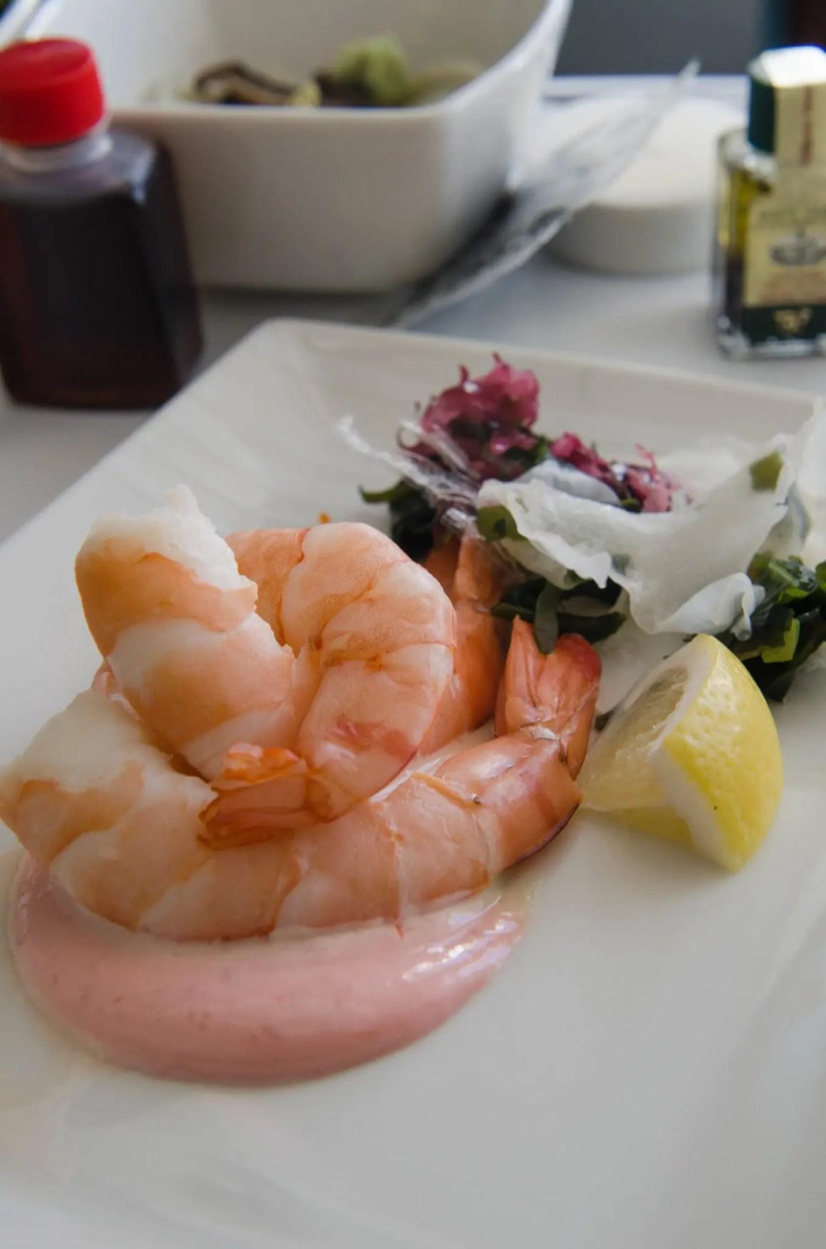 De lunch bij Cathay Pacific Business Class is vers en smakelijk.