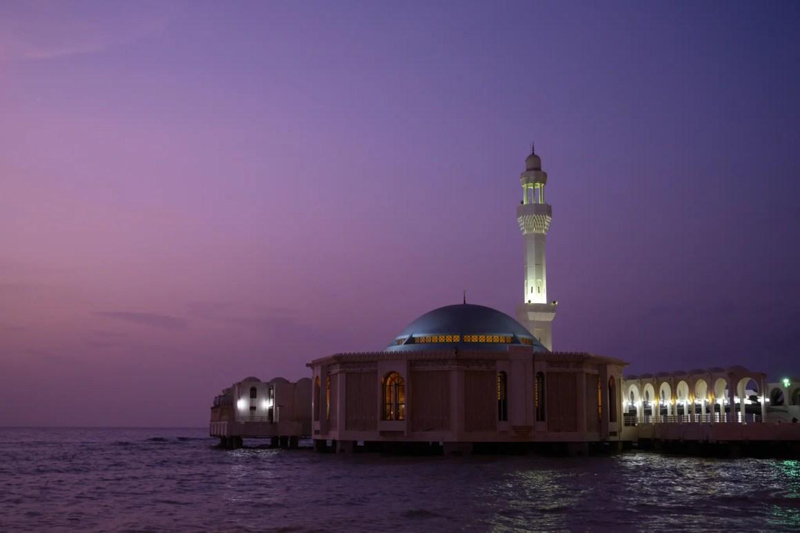 De drijvende moskee in Jeddah is een van de belangrijkste attracties van de stad