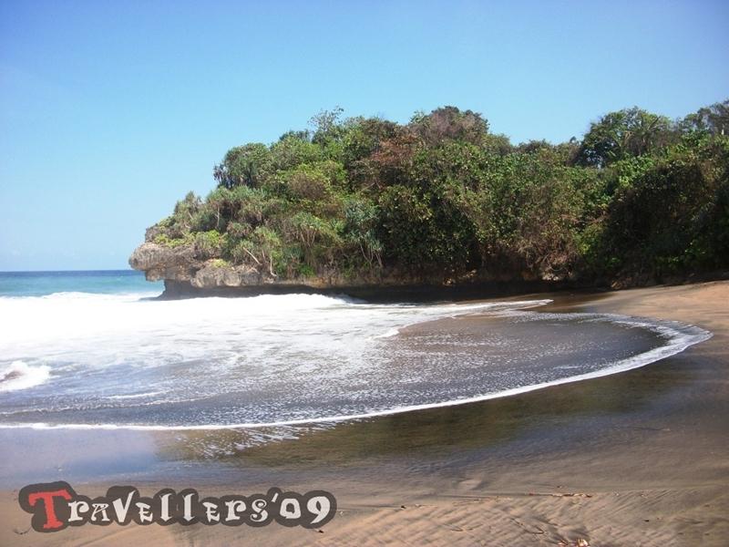 Pantai Wedi Ireng, Pesona Pantai Pasir Hitam di Desa Ngadipuro Blitar 1