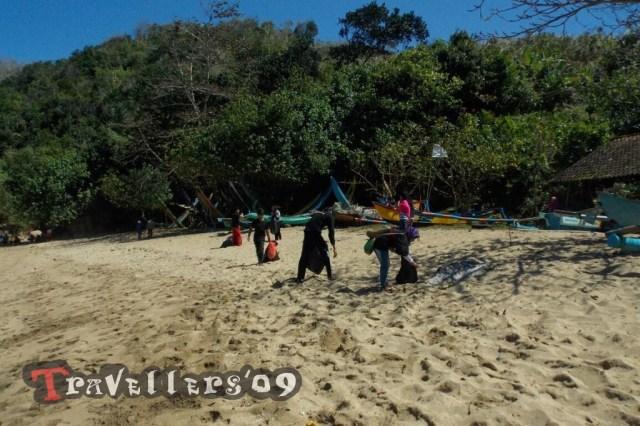 bersih pantai pangi