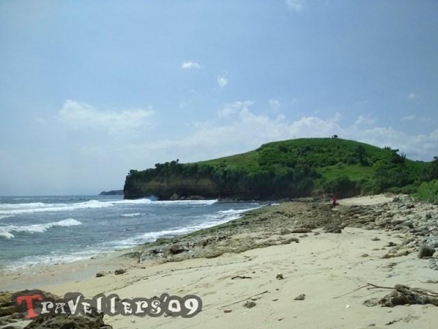 Pantai Bakung di Desa Ngadipuro Blitar, Unik dan Menantang 4