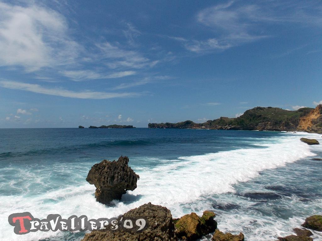 Pantai Ngleles Blitar, Pantai Kecil dengan Pemandangan yang Memukau 1