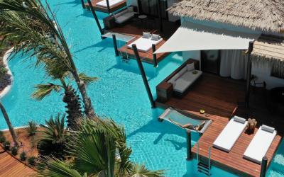 Όταν οι Μαλδίβες έρχονται σε σένα! Ένα υπερπολυτελές ξενοδοχείο στην Κρήτη προσφέρει ειδυλλιακές στιγμές χαλάρωσης σε bungalows πάνω από το νερό σα να βρίσκεστε στις Μαλδίβες.