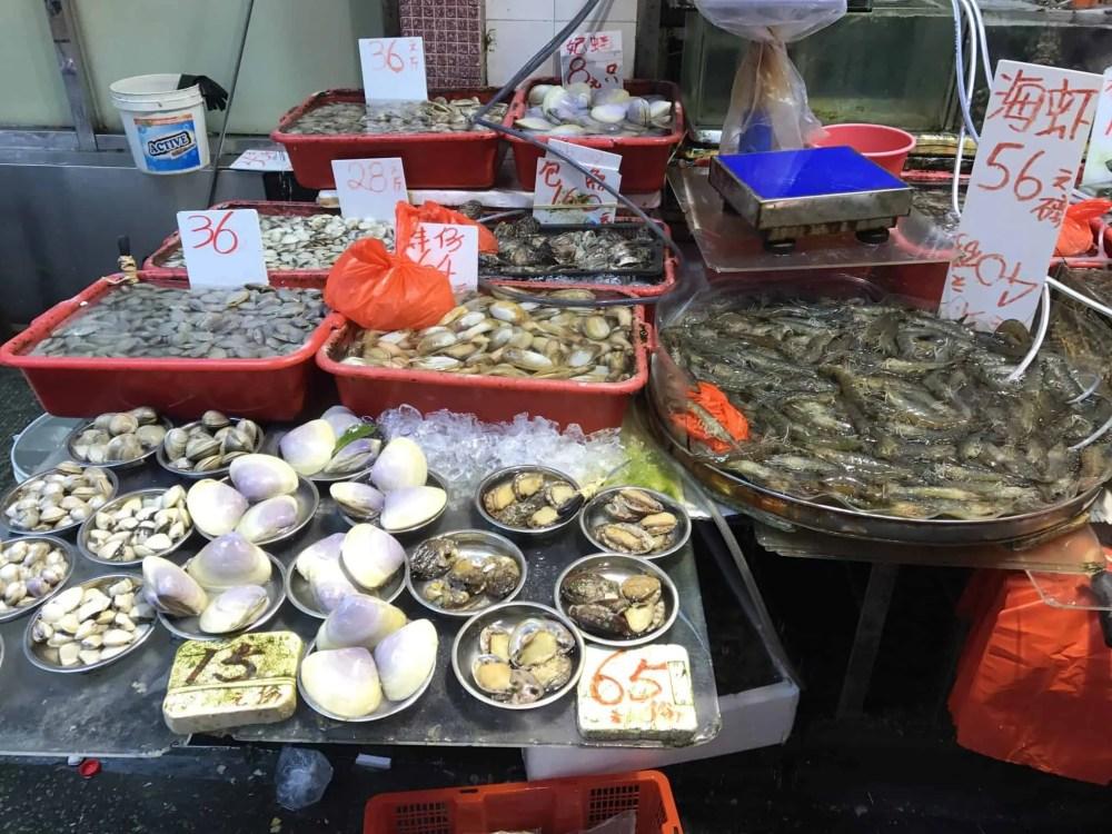 3 days in Hong kong, what to do in Hong Kong, Hong Kong itinerary 3 days, hong kong itinerary, hong kong island, hong kong main land, where to stay in hong kong, hong kong food market, hong kong foodies tour, hong kong food tour