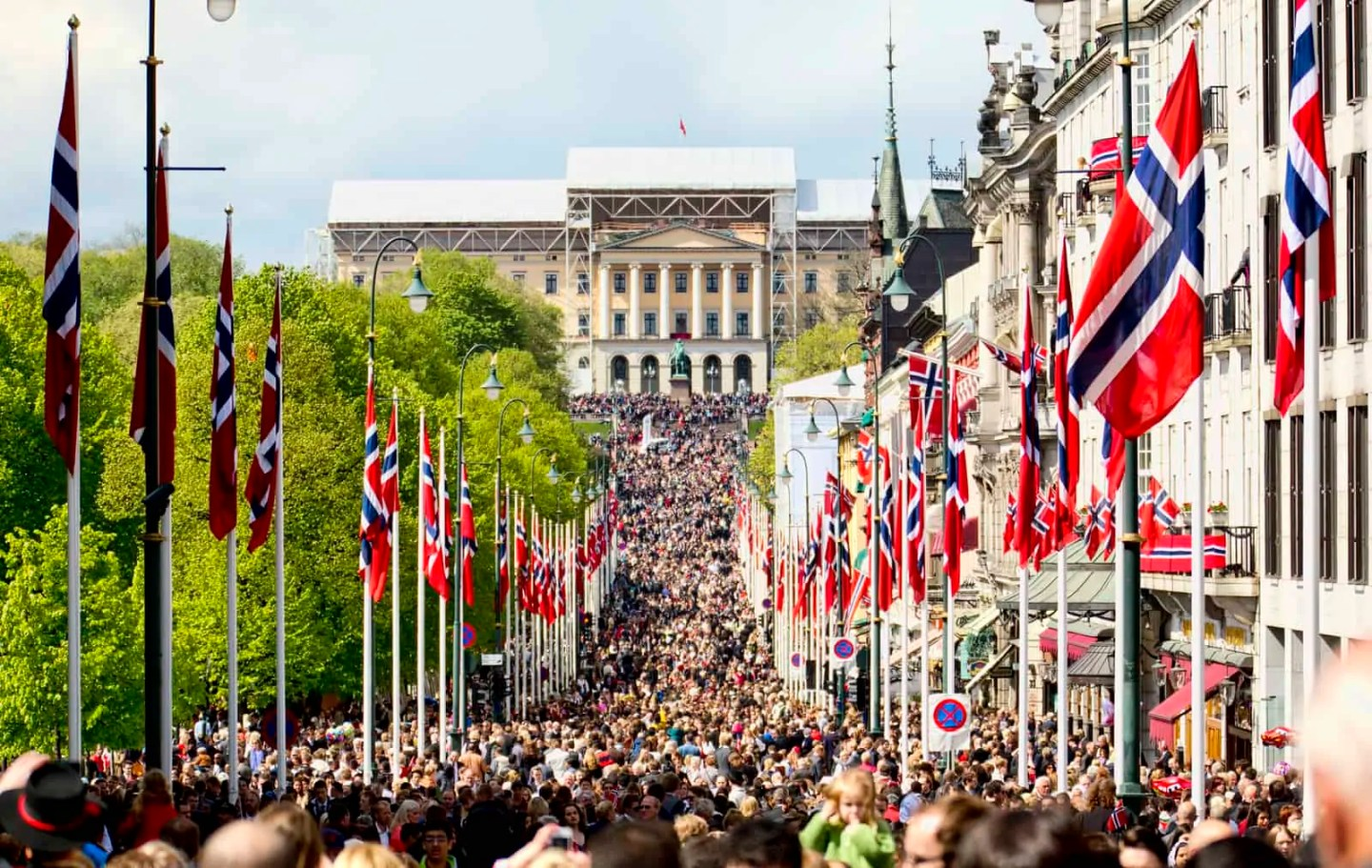 best time to visit Oslo, things to do in Oslo, free things to do in Oslo, fun things to do in Oslo, Karl Johan, Norway's constitution day 17th of mai