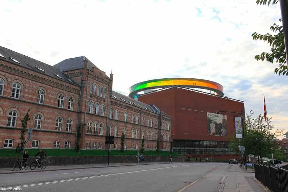 ARoS museum i Aarhus - ta en tur i regnbuen5 ting alle bør få med seg i Aarhus #aarhus #storbyferie #langhelg #storbyweekend #danmark #europa