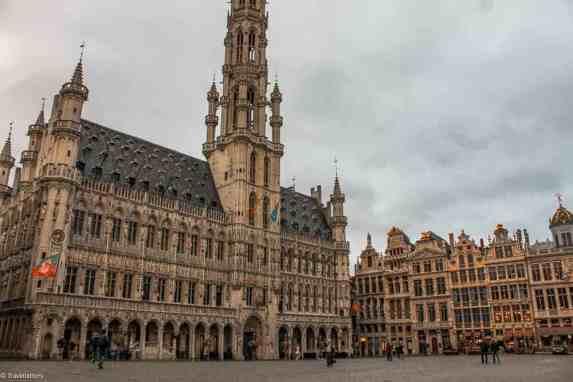 Grand Place i Brussel en tidlig morgen