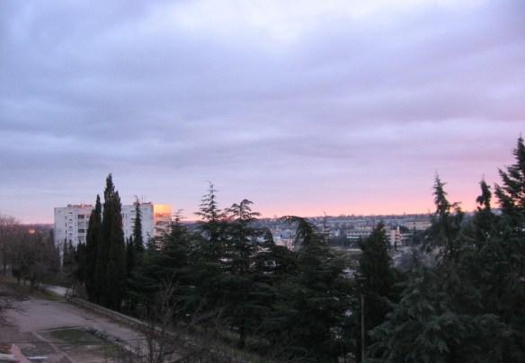 вид на Севастополь из окна съемной квартиры