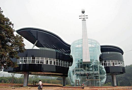 Дом-рояль со скрипкой (Piano shaped building). Хуайнань, Китай