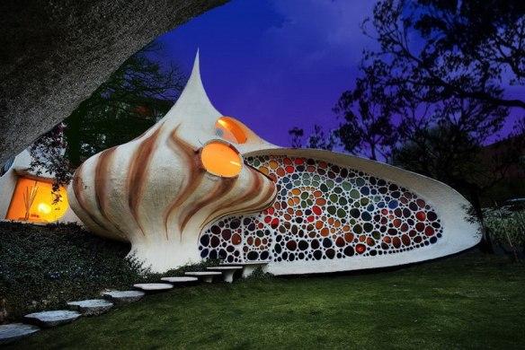 Наутилус - дом в биоорганическом стиле в пригороде Мехико