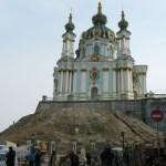 Возле Андреевской церкви обвалился грунт