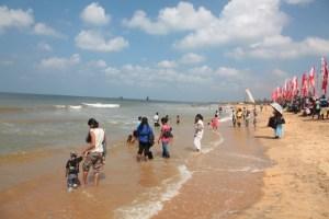как купаются местные на Шри-Ланке