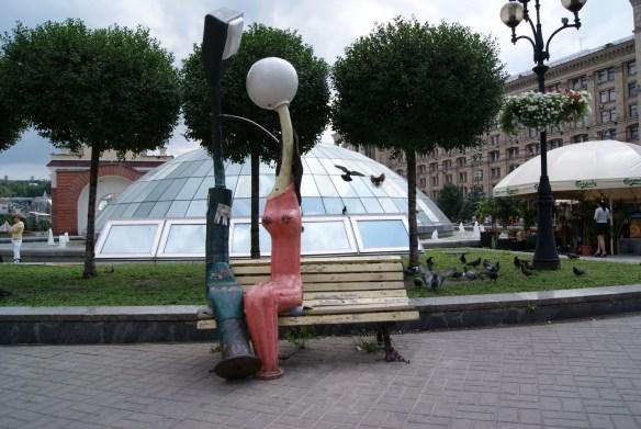 Памятник влюбленным фонарям Киев