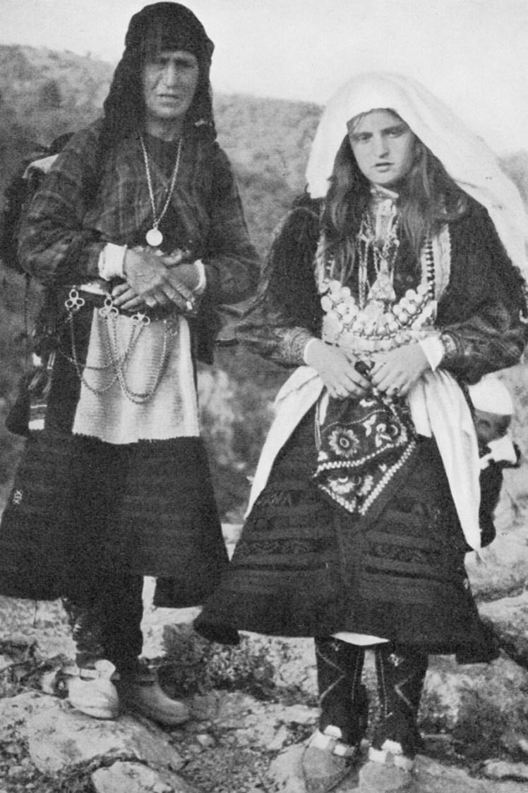 xhubleta kostuums foto van schrijver den doolaard