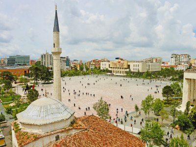 Skanderbegplein in Tirana bekeken vanuit de klokkentoren
