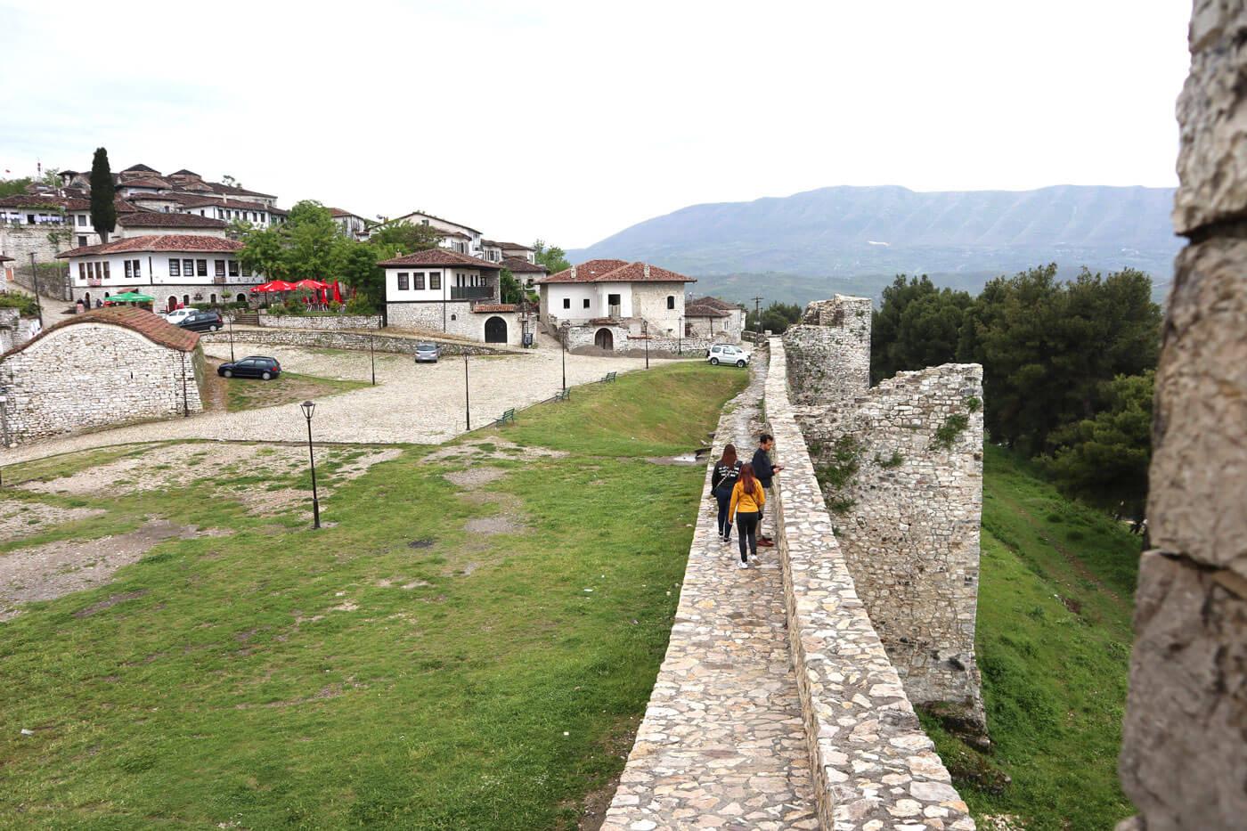 Boven op de fort van Berat.
