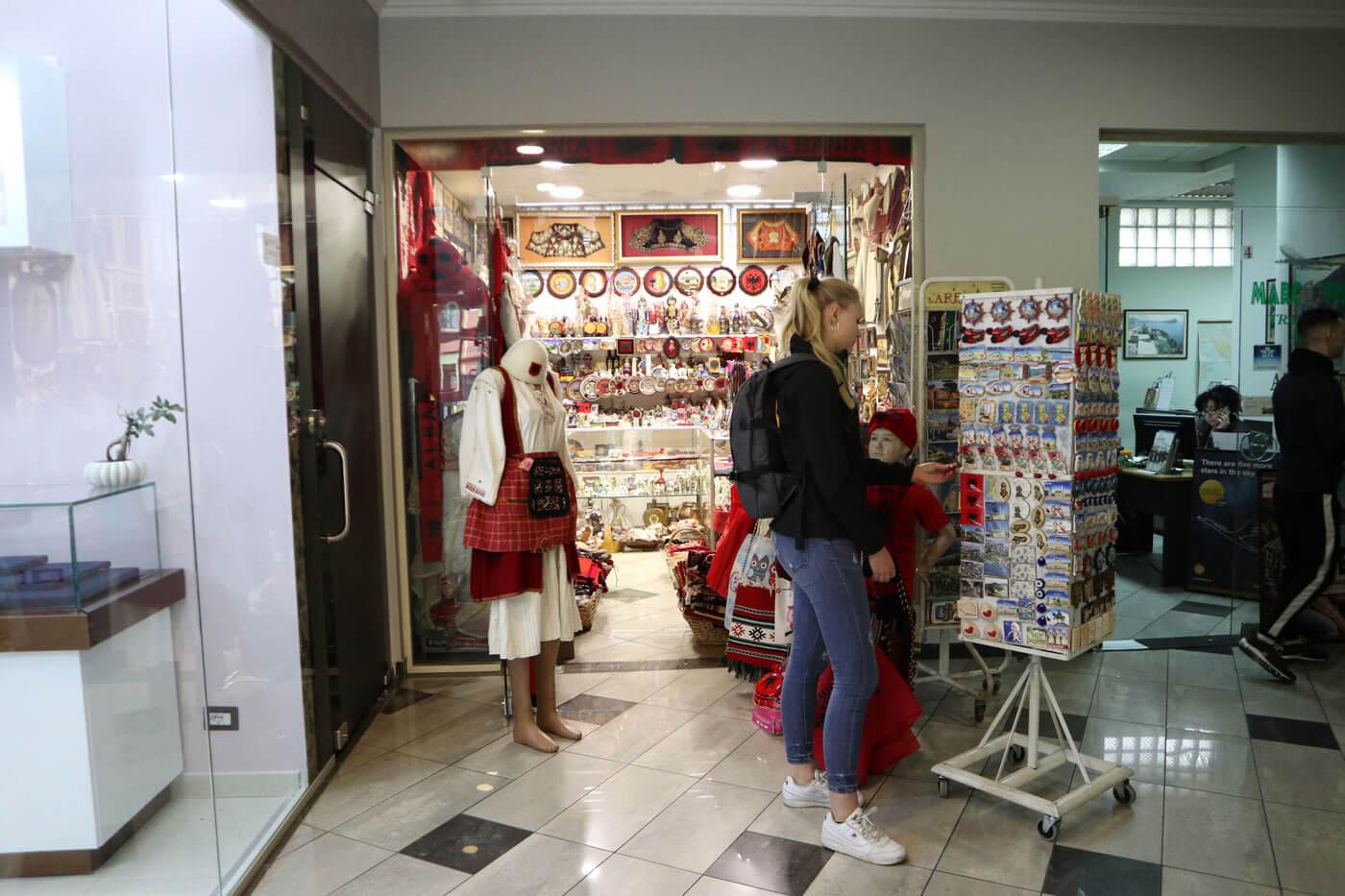 Souveniertjes uit Albanië voor thuis shoppen