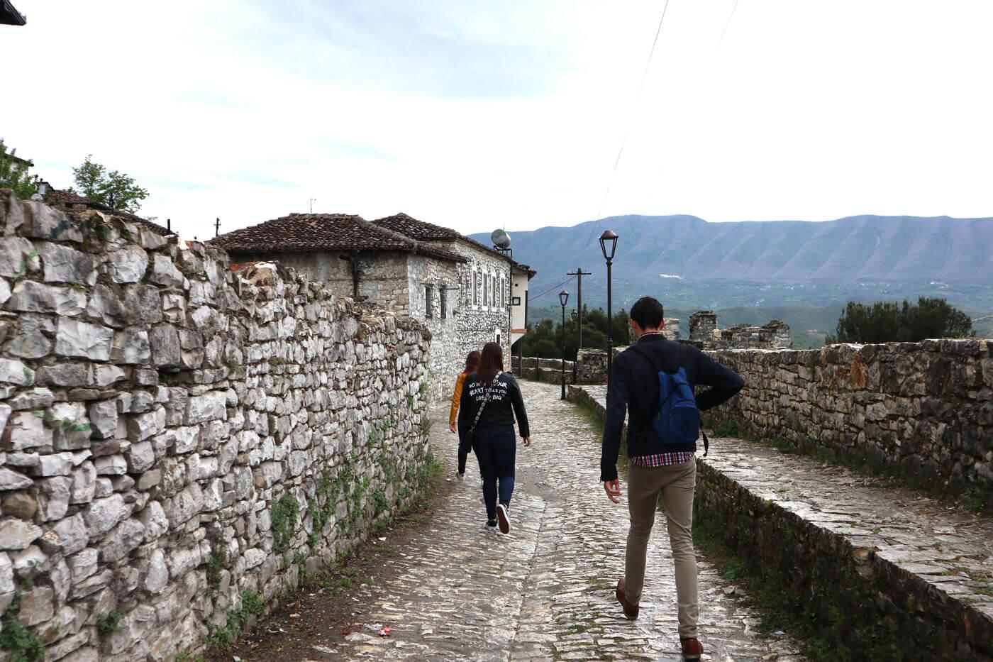 wandelen-in-het-kasteel-berat