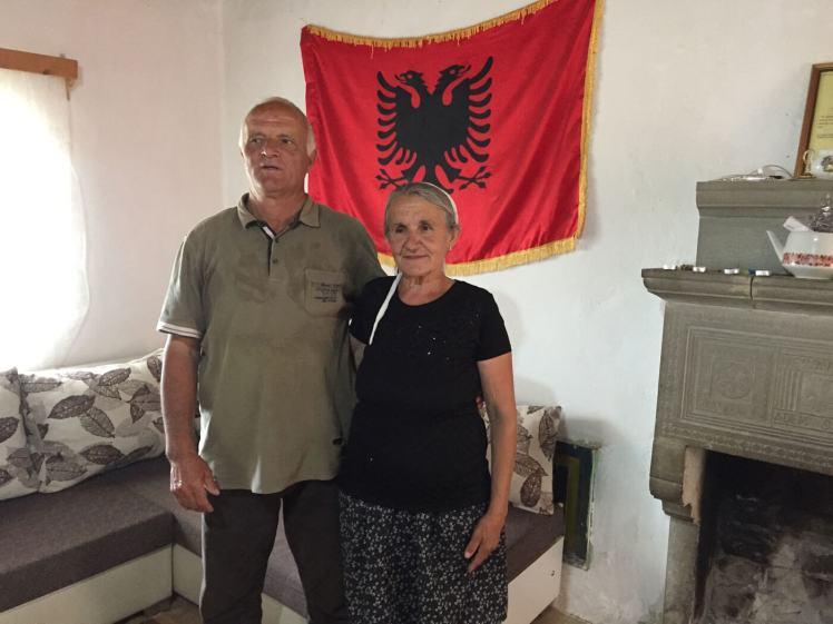 Echtpaar-Sucit-met-vlag-albanie