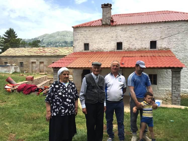 Porja-Familie-voor-verbouwde-kulla-albanie