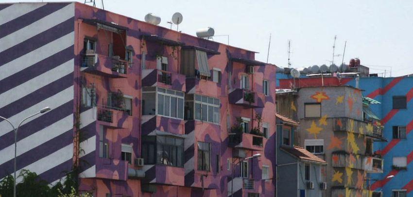 brryli-flatgebouw tirana