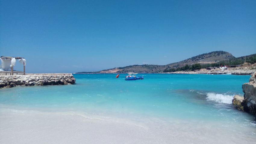 ksamil-strand-turquoise-water